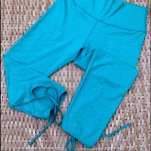 Aerie cropped leggings with cute ankle tie details